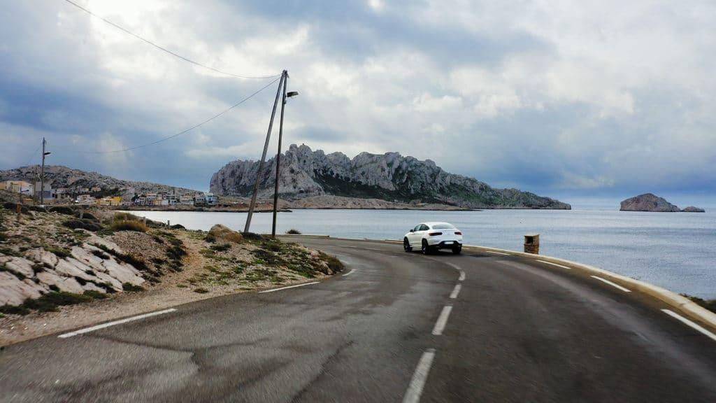 Mercedes GLE hybride sur la route des goudes à Marseille